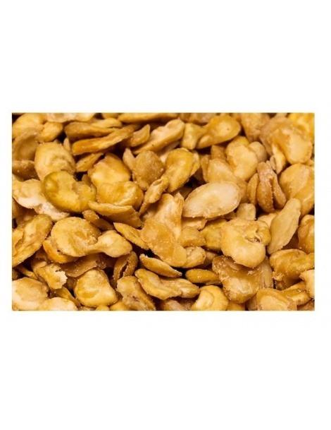 Les fèves frites avec du Sel